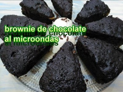 Brownie de chocolate con nueces en el microondas